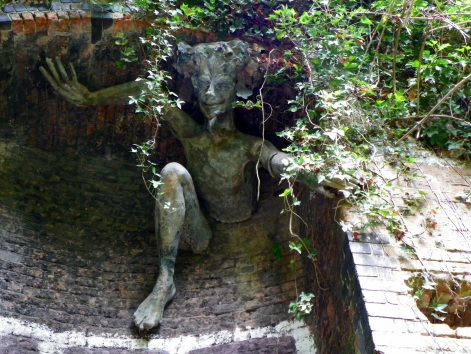 Spriggan_sculpture_by_Marilyn_Collins,_Parkland_Walk,_Haringey.jpg